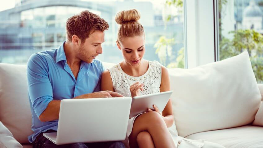 How to Successfully Manage Money As A Couple